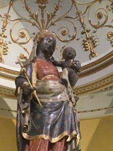 Statue de Notre Dame de Bonne Délivrance, congrégation des soeurs hospitalières de Saint Thomas de Villeneuve, à Neuilly-sur-Seine